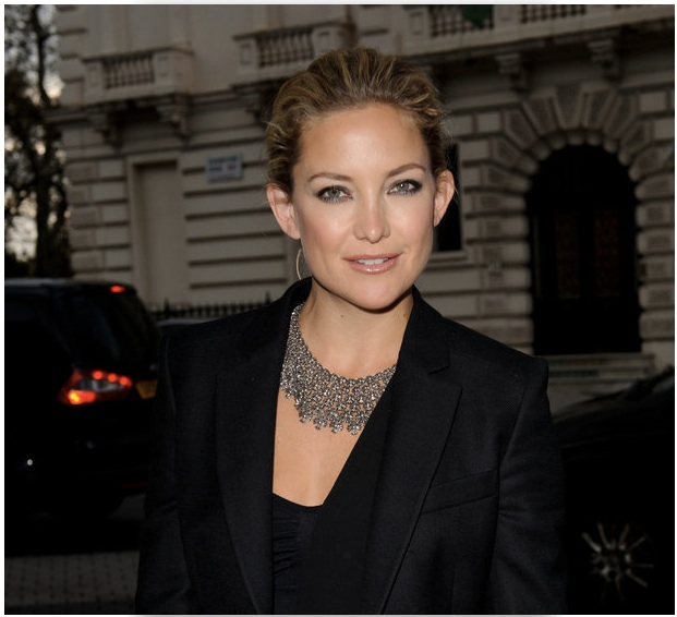 Graduated cross necklace, worn by actress Kate Hudson~
