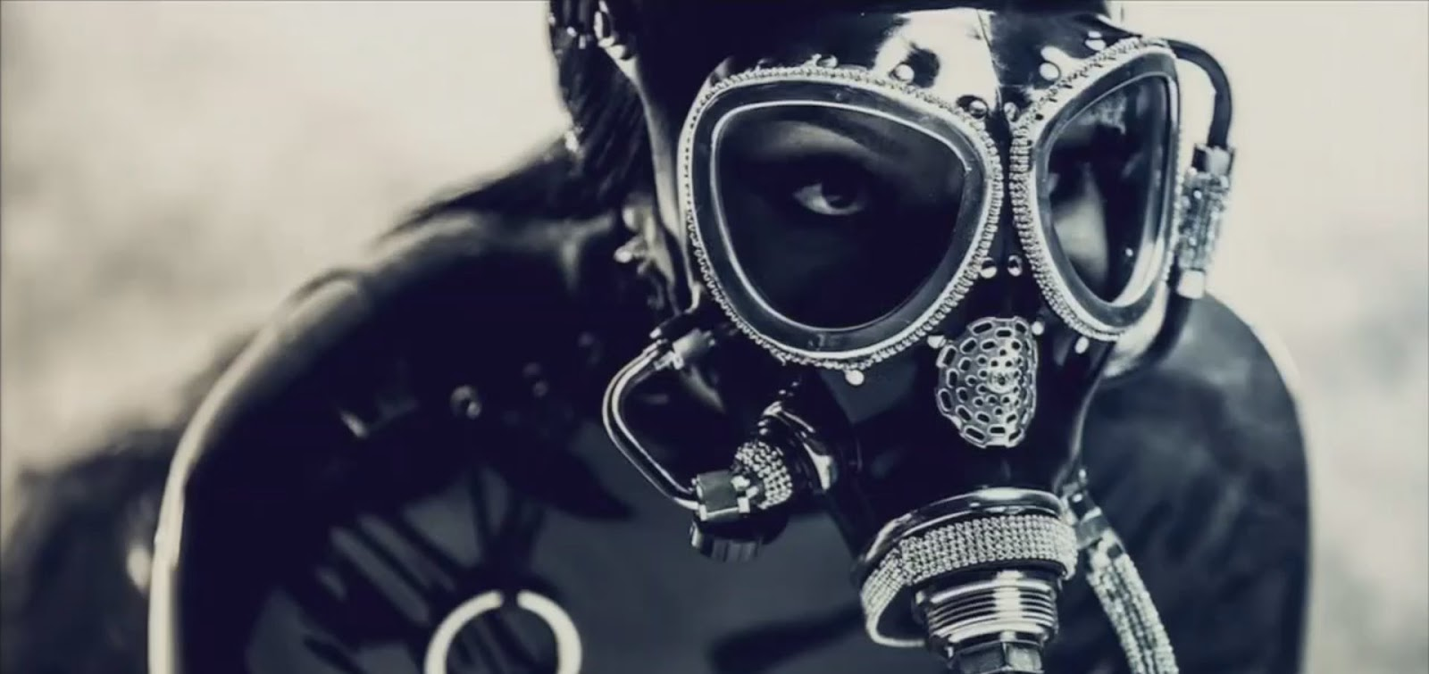 Custom gas mask with Swarovski crystal detailing <br>Billboard Music Awards 2017 <br>Stylist: B Akerlund