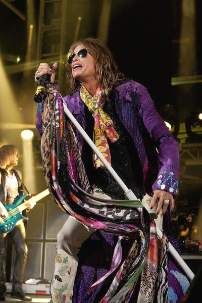 Microphone scarves<br>Aerosmith World Tour 2010